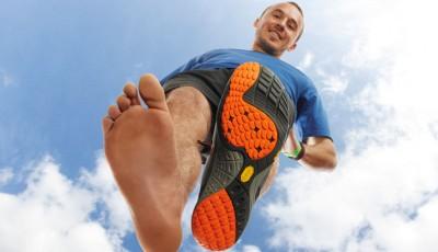 Běh naboso nebo raději v minimalistické obuvi?