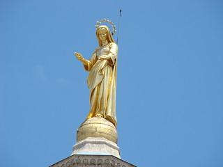 046 Beeld op kerk bij Palais des Papes