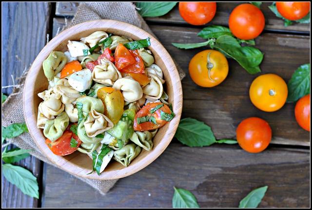 tomatobasiltortellinisalad1