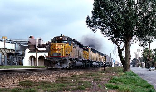 california ontario up trains unionpacific locomotive piggyback emd sd402 dda40x lasl