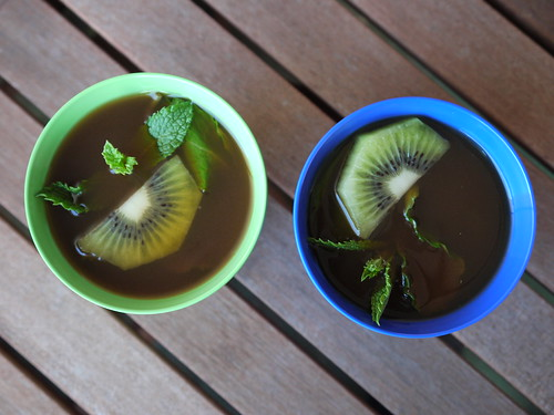 Kiwi and mint rooibos iced tea