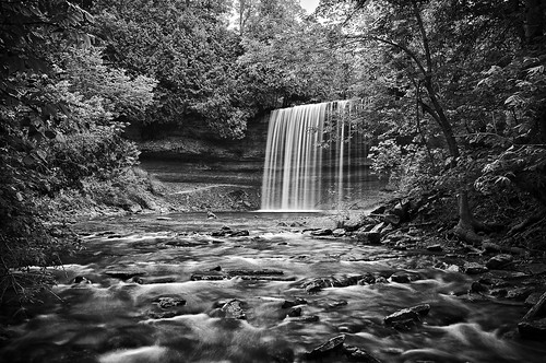 longexposure summer blackandwhite bw ontario water backlight waterfall afternoon shadows sunny manitoulinisland vignette bridalveilfalls lakehuron northernontario northchannel niagaraescarpment 4seconds kagawong neutraldensityfilter colorefex mudgebay niksoftware nd106 plungewaterfall silverefex detailextractor kagaongriver