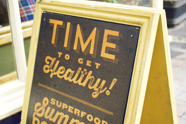 Time to eat Healthy sign
