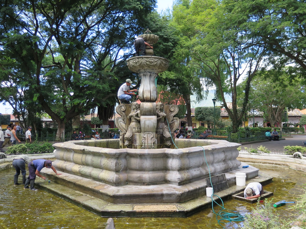 La antigua guatemala fuentes bucaros y pilas de la antigua guatemala skyscrapercity - Fuentes de piedra antiguas ...