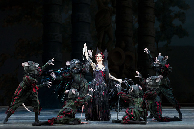 Kristen McNally and Artists of The Royal Ballet in The Sleeping Beauty © ROH/Johan Persson, 2011
