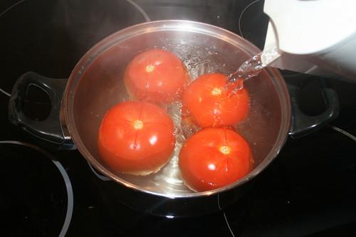 18 - Mit kochendem Wasser überbrühen / Blanch with boiling water