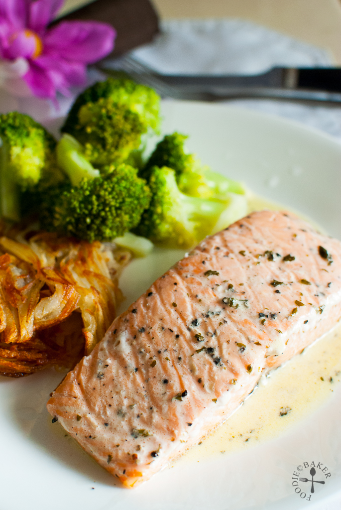 https://www.foodiebaker.com/2013/12/salmon-with-white-wine-cream-sauce.html