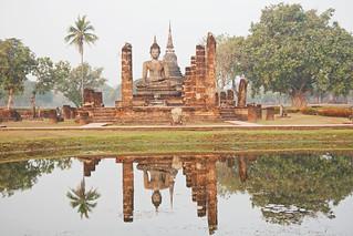 Attēls no  Sukhothai Historical Park pie  Ban Na. reflection thailand temple asia southeastasia december buddha sukhothai oldsukhothai historicalpark 泰国 สุโขทัย watmahathat ราชอาณาจักรไทย ประเทศไทย 2013 canonefs1755mmf28isusm sukhothaihistoricalpark canon450d อุทยานประวัติศาสตร์สุโขทัย sukhothaimuangkao