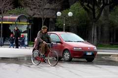 En bici o en carro / By bicycle or car