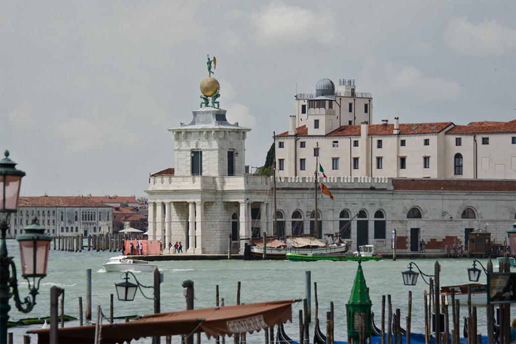 2013.05.22.009 VENISE - Quartier San Marco - Vue sur la Punta della Dogana da Mar