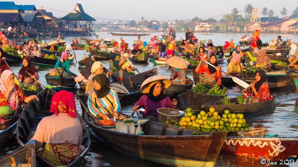 traveling jakarta indonesia taher trip
