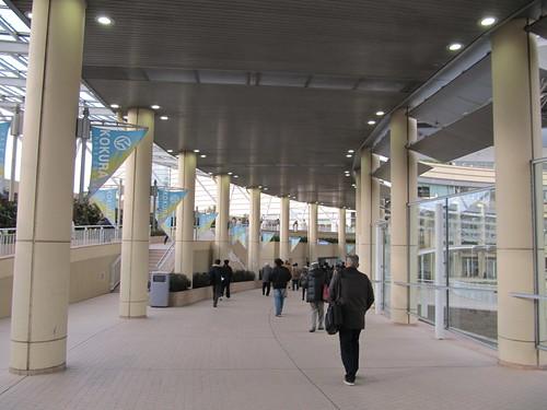 小倉競馬場のコンコース