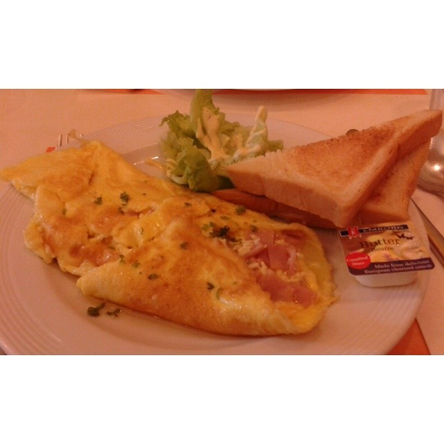Ham and cheese omelette #breaky