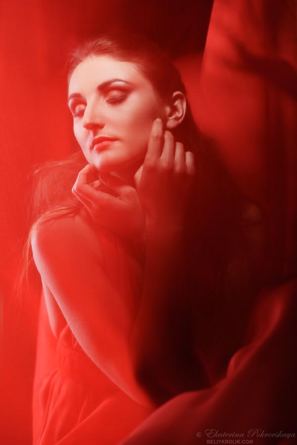 Alesya_red_dress_01