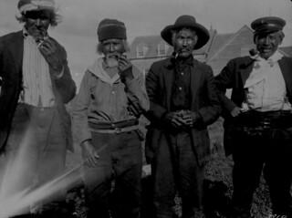 Four First Nations men, Fort Providence, Northwest Territories / Quatre hommes des Premières Nations, Fort Providence (Territoires du Nord-Ouest)