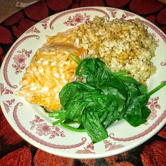 Healthy Sunday dinner. Salmon(rare) brown rice & steamed spinach.