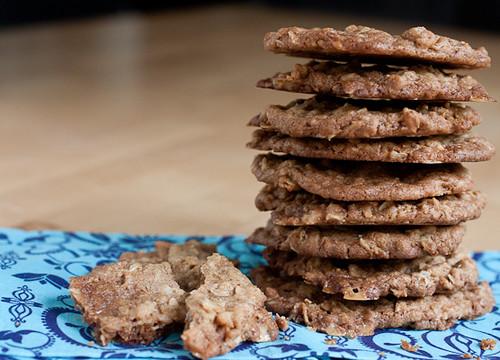 Crispy Oatmeal Toffee Cookies