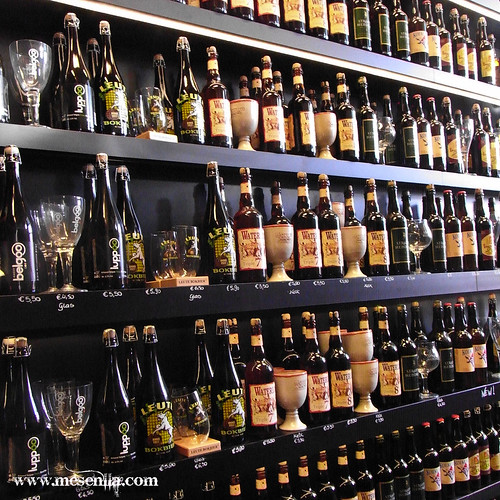 Ampolles de cervesa en un pub de Brugges