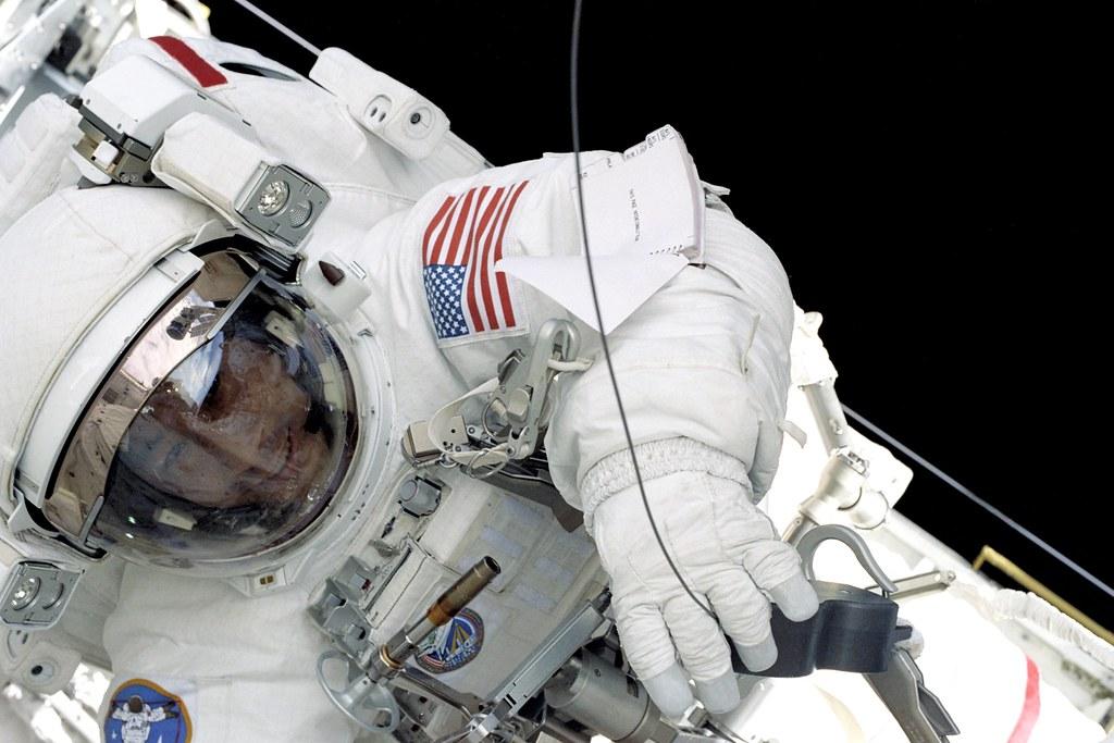 Ed Lu EVA, STS-106