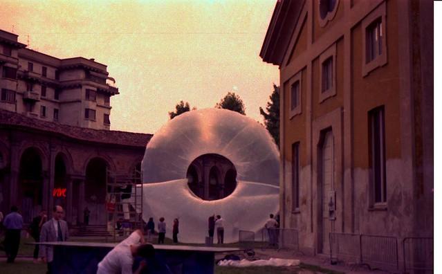 1987 INTERVENTO AMBIENTALE, Milano Poesia, Rotonda della Besana, Intervento ambientale