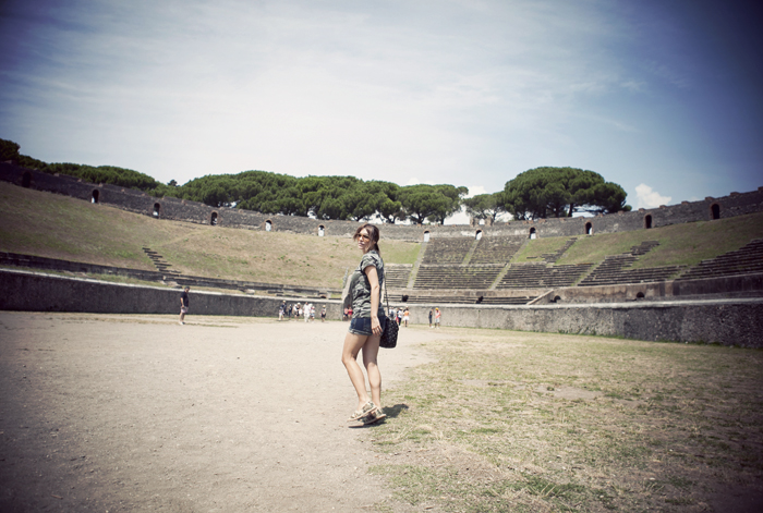 street style barbara crespo naples and pompeii travels cruisse italy outfit