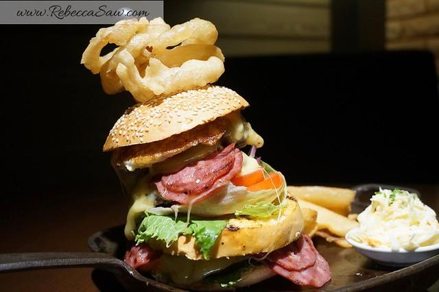Arthurs Bar Shangri-la hotel KL - prime rib, burger, live band -028