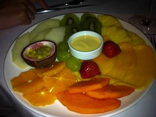 Fruta fresca de temporada con helado de lima