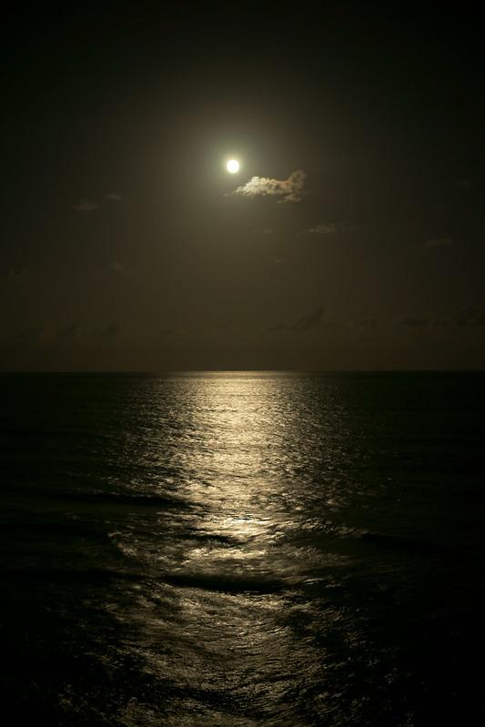 moon+sea