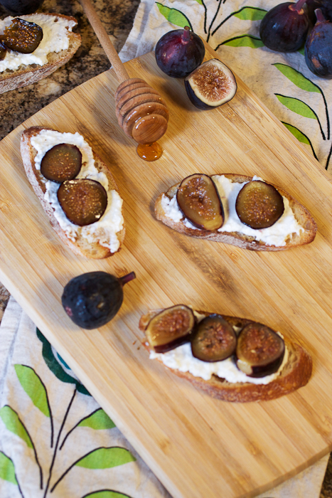 Roasted Fig and Ricotta Crostini