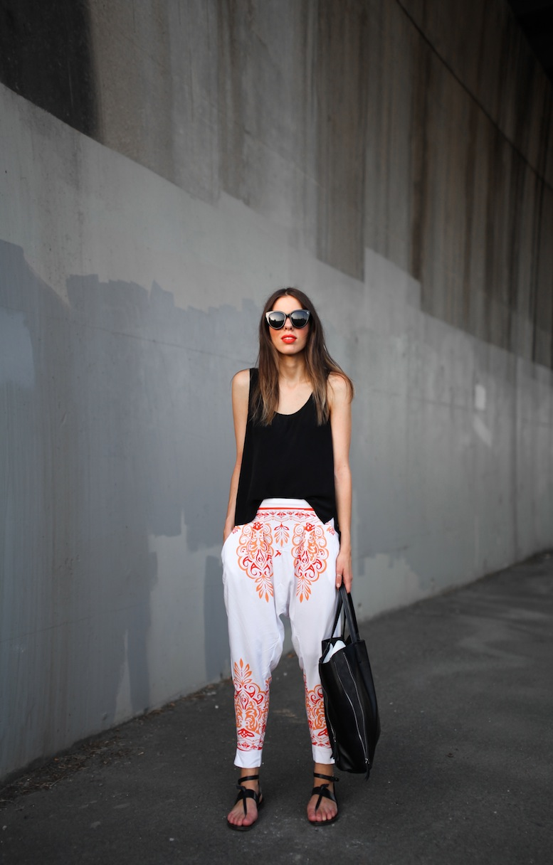 modern-legacy-fashion-blog-australia-mlm-millie-loves-min-santorini-printed-harem-pants-buy-style-tips (1 of 5)