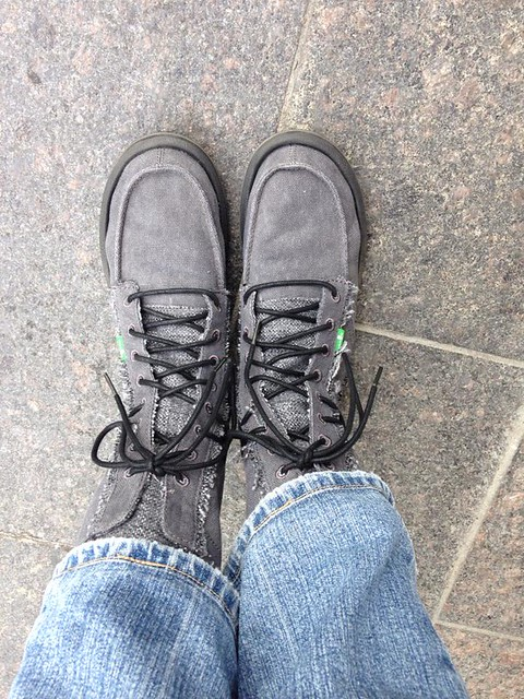Rebecca Saw - sanuk Stevie boots - Seoul