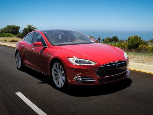 Tesla Motors наняла бывшего топ-менеджера Apple и готовит бюджетный электрокар Model E