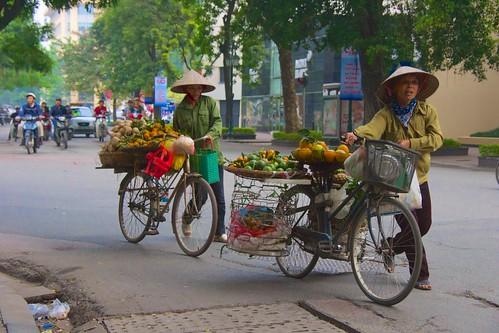 Hanoi street scenes, Nov 2013 - 33