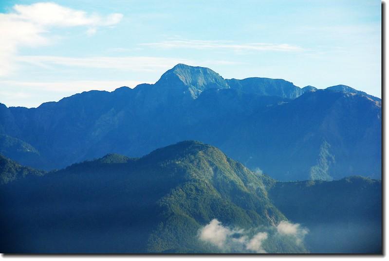 雪山(From梨山,前為武家加難山、右為志佳陽山)