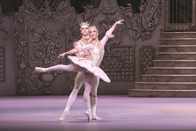 Laura Morera as The Sugar Plum Fairy and Federico Bonelli as The Prince in The Nutcracker © ROH / Tristram Kenton 2013