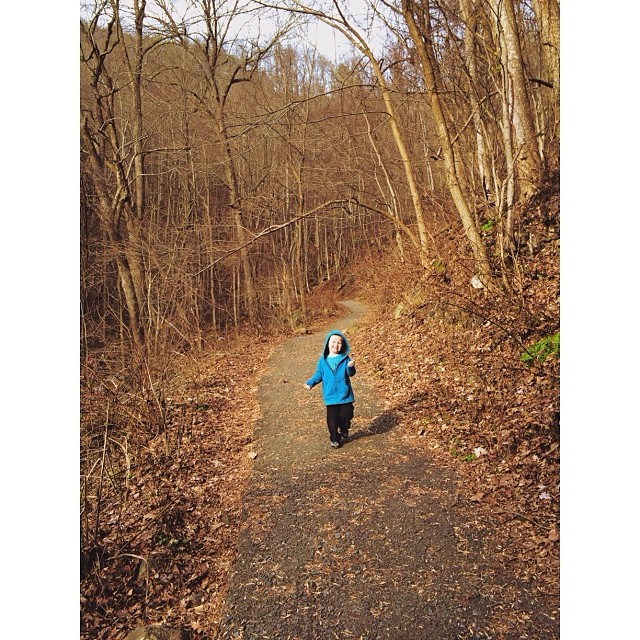 Having fun #hiking! #pictapgo_app #amicalolafalls #familyvacation