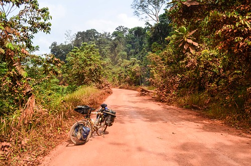africa bicycle day415 dirtroad gabon moyenogooué routeéconomique freewheelycom cycling vélo cycletouring cyclotourisme velo jbcyclingafrica