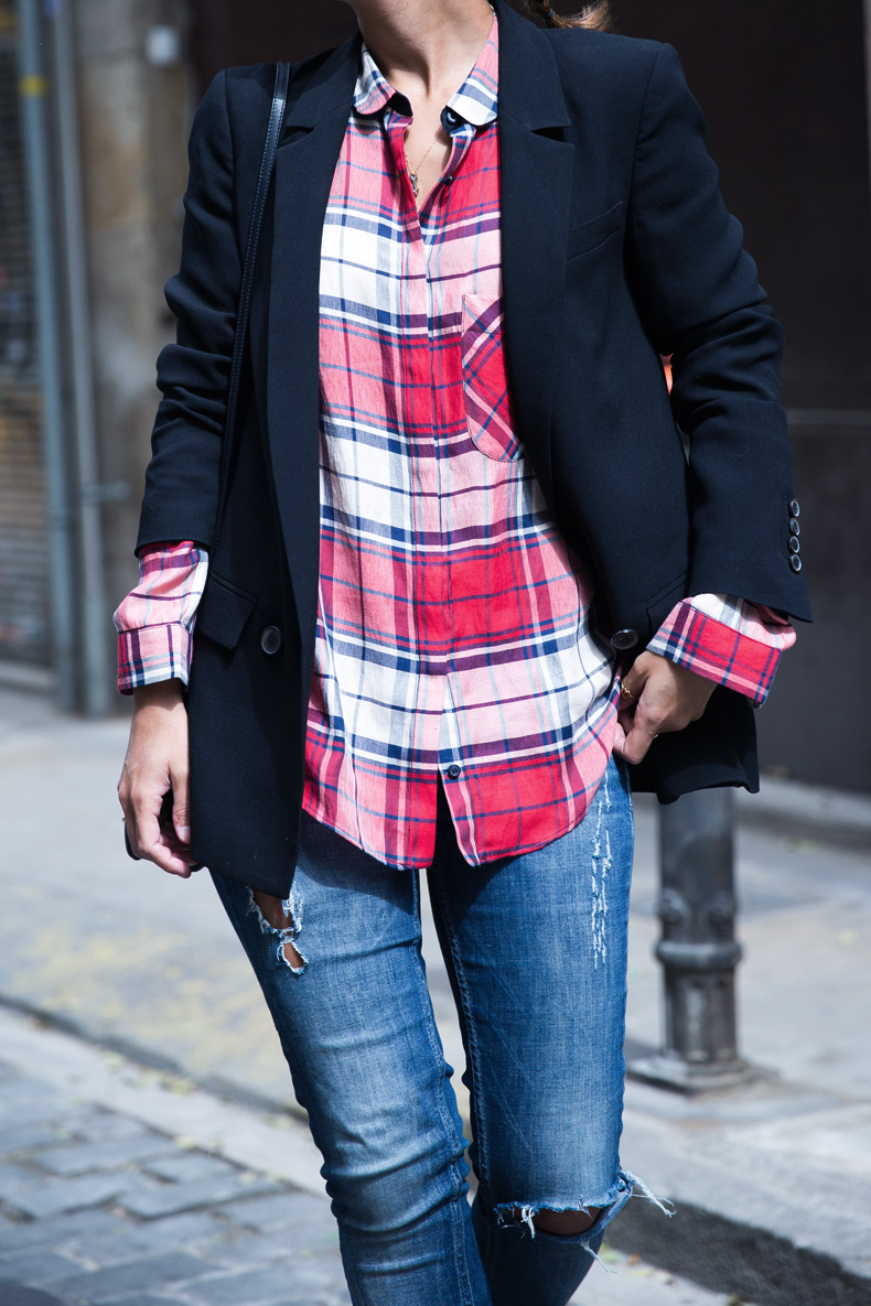 Barcelona_Travels-Belbake-Travels-Plaid_Shirt-Ripped_Jeans-Outfit-Street_Style-Collagevintage-21