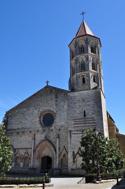 Façade de l'église gothique (XIVe, XVIe) Notre Dame et St Jean-Baptiste, Fleurance, Armagnac, Gers, Occitanie, France.