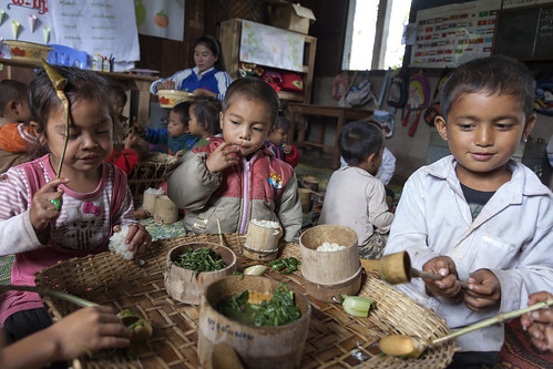 Laos: Nutritious meals are bringing more children to school