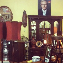 What is this antiques store trying to say about @kruddmp ??? #vintage #antique #store #kevinrudd #krudd #mp #politics #instadaily #instagood #igers #igaddict #fromwhereistand #picoftheday #ummm