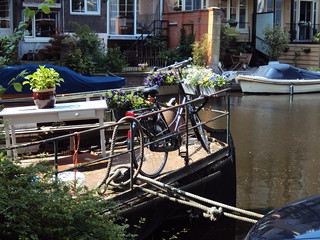 Amsterdam, Living by the channel