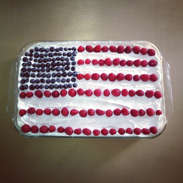 Flag cake delivered intact after being transported via public transit.