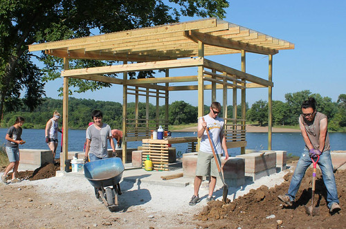 ARCH 581 summer service learning studio builds new shelter at West Peterson Park