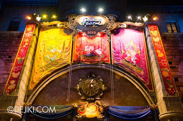 Tokyo DisneySea - Mediterranean Harbor / Gateway Banners