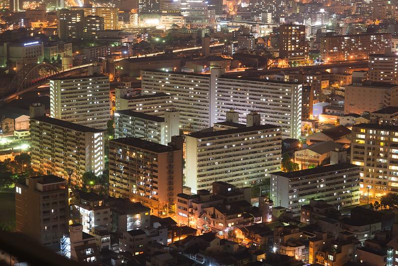 団地housing complex at night