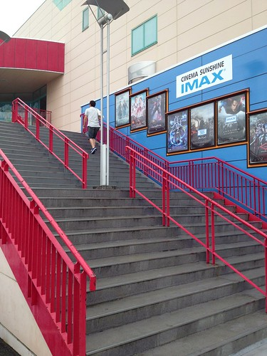 映画館への階段、別に内階段もある by haruhiko_iyota