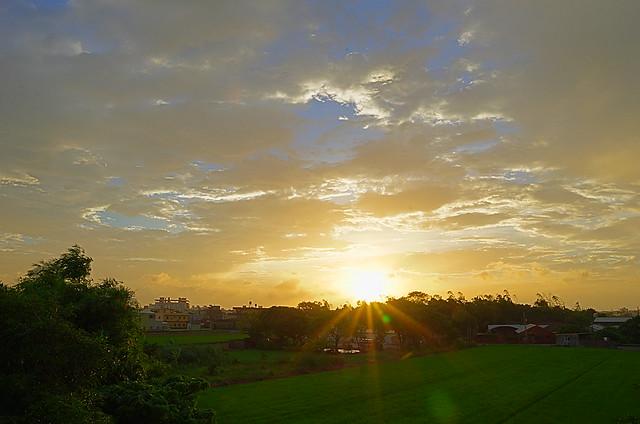 屋頂上的夕陽