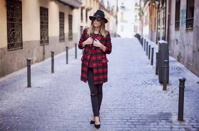 street style barbara crespo plaid coat front row shop menbur shoes outfit fashion blogger