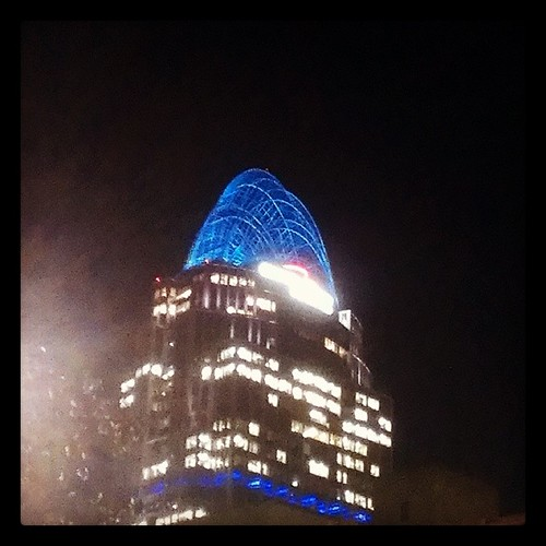 Downtown details: Another photo of the blue tiara atop Great American Tower at Queen City Square.